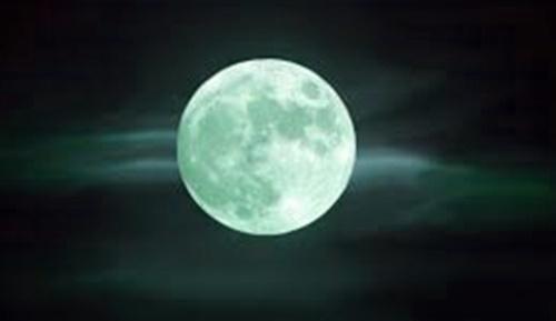 la luna llena de esturión